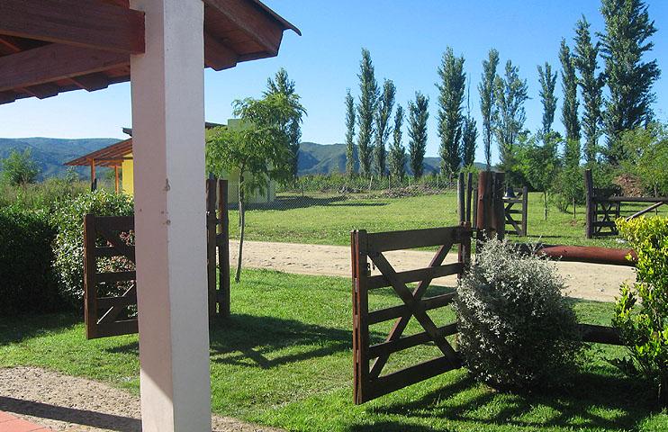 Casa con pileta y jard n privados en villa general for Casa con jardin barcelona alquiler